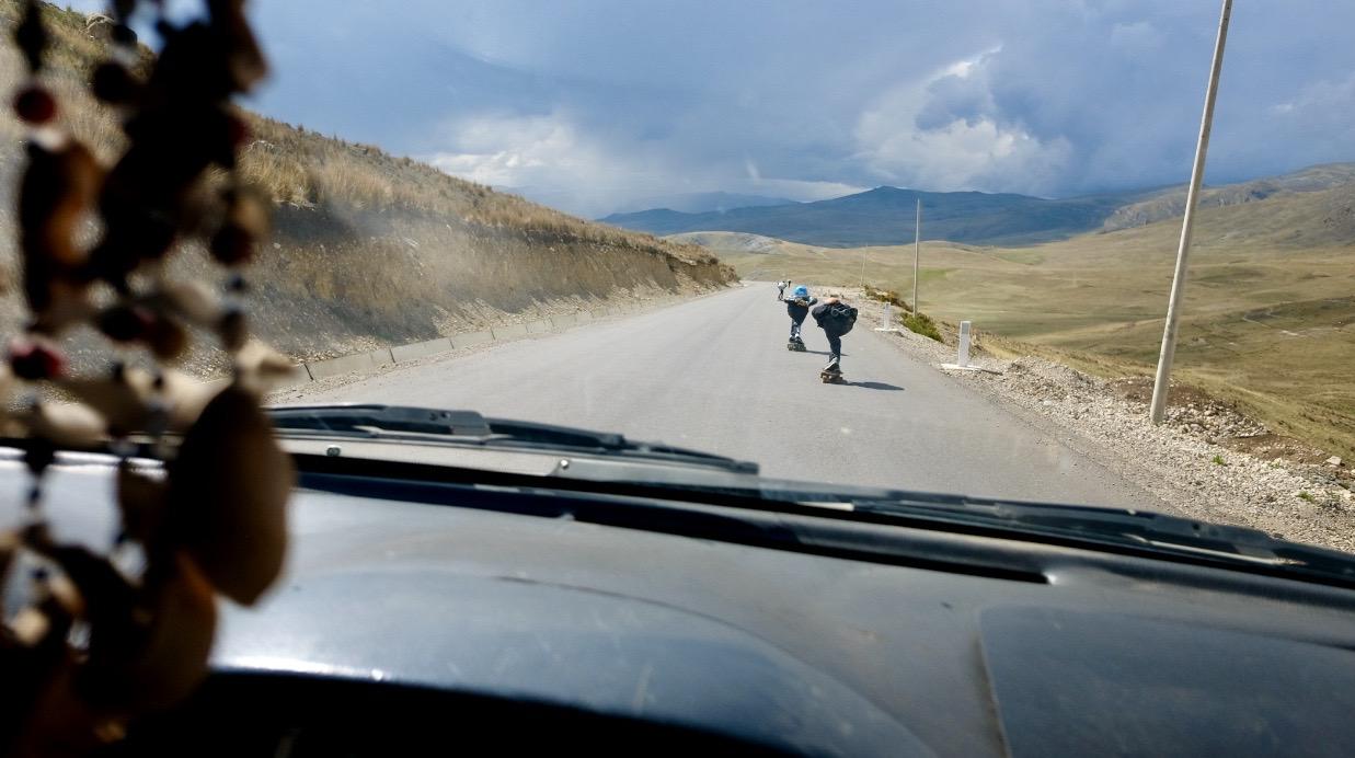 Longboarden in den Anden Perus